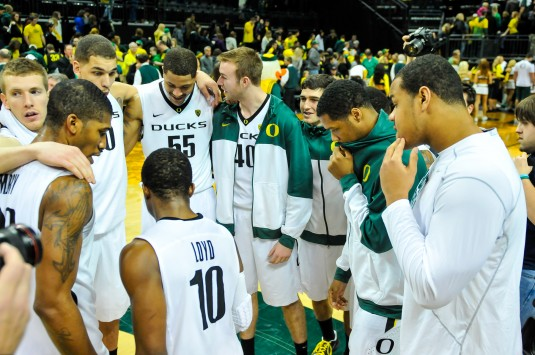 Oregon defeats Stanford 77-66.