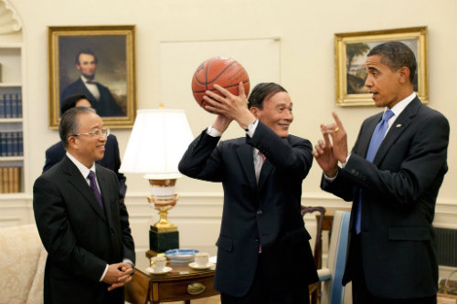 President Obama Recruiting two big men for Craig Robinson