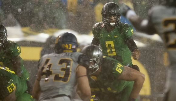 Oregon benefits from incredible leadership at the quarterback position