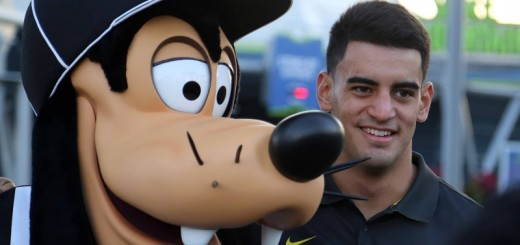 Mariota and Goofy