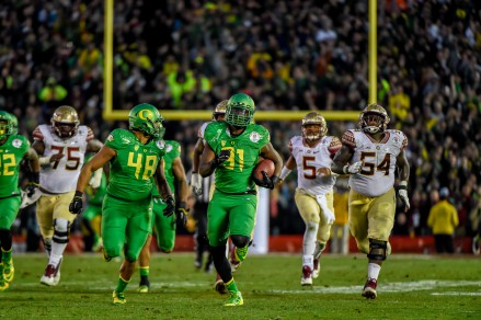 Tony Washington's scoop and score capped off the record-setting 27 point third quarter for Oregon.