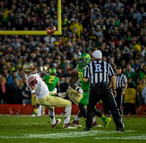 Winston's fumble results in an Oregon touchdown by Tony Washington