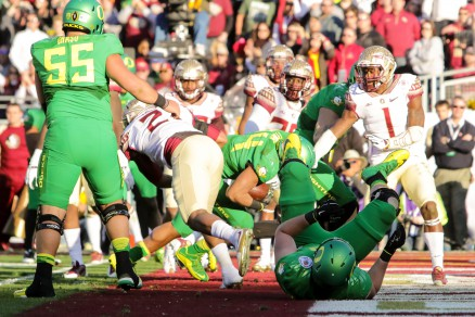 Thomas Tyner scores one of his two touchdowns as the Ducks set Rose Bowl scoring record against Florida State.
