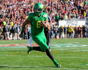Mariota's ability to run has been well documented, but can he run a pro style offense?
