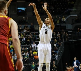 Joseph Young and Pac-12 Player of the Week led the Ducks with 26 points.