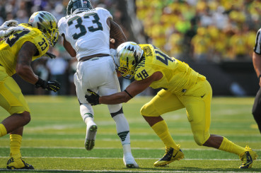 Oregon linebacker Rodney Hardrick makes a tackle against Michigan State
