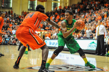 Elgin Cook led the Ducks with 17 points in victory over the Beavers.