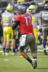 Jeff Lockie takes a practice snap during Oregon's Spring Game in 2014.