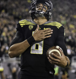 Three pounds and a point for Marcus Mariota