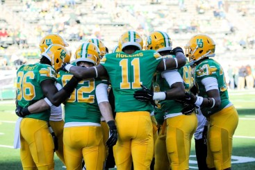 Hollins huddles with his fellow defenders.